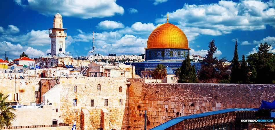 jerusalem-israel-temple-mount-jews-muslims-praying-together-al-aqsa-mosque-abraham-accords